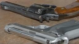 Flexibilização da posse de armas divide opiniões.