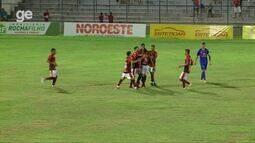 Polho marca e garante vitória do Flamengo-PI sobre o Piauí; veja lance