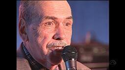 Nico Fagundes faz homenagem a Barbosa Lessa no Galpão Crioulo em Camaquã, em 1999