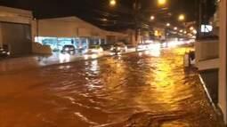 Chuva alaga bairros em Aparecida