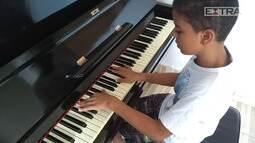 Pianista de 11 anos executa grandes obras da música clássica