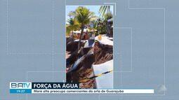 Moradores e comerciantes estão preocupados com a avanço da maré em Guarajuba