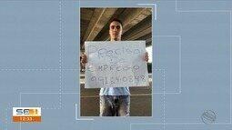 Desempregado é contratado após usar cartaz para pedir emprego em Aracaju