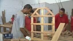 Marceneiro ensina profissão em presídio onde já foi detento em Itajubá (MG)
