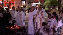 Missa da Vigília Pascal é celebrada na Catedral Diocesana Sant'Anna em Mogi