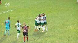 Mateus Oliveira pega sem pulo e marca golaço