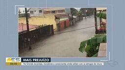 Na Grande Jacaraípe, moradores e comerciantes ainda sofrem com os estragos da chuva