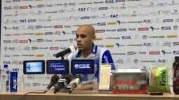 Carlinhos diz que falta de gols é um problema de todo o time, não apenas do ataque