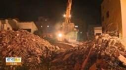 Bombeiros terminam trabalhos em prédio que desabou no ES e concluem que não há vítimas