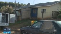 Giro de notícias: mãe encontra filha de 21 anos morta a machadadas em Chapecó