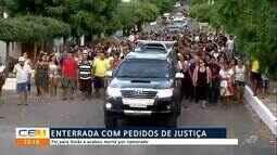 Familia e amigos participam de enterro de Aíla