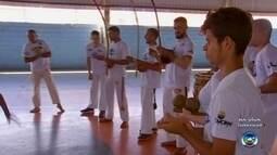 Em Itapetininga, crianças e adolescentes aprendem capoeira em projeto social