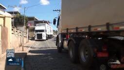 Prefeitura de Pirapetinga interdita trecho da BR-393