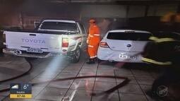 Carros pegam fogo em estacionamento em Varginha, MG