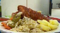 Cozinheira de Juiz de Fora ensina os segredos da receita do eisbein, joelho de porco