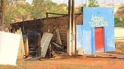 Depósito de tapeçaria pega fogo em Itapetininga