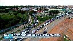 Motoristas enfrentaram longo congestionamento na Alberto Craveiro