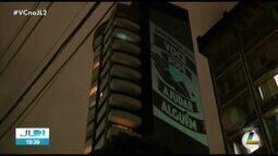 VJ faz projeções em prédio de Belém com mensagens em meio ao isolamento social