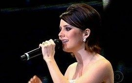 """Sandy canta """"Na carreira"""", de Chico Buarque e Edu Lobo"""