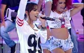 Ela bomba! Anitta e suas danarinas arrasam com o &#x27;Show das poderosas&#x27;