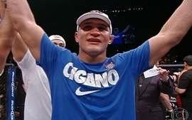 Junior dos Santos vence Mark Hunt pela categoria pesos-pesados do UFC 160