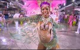 Grávida é destaque em desfile da Mangueira