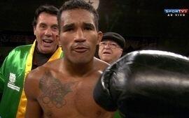 Esquiva Falcão nocauteia Mike Tufariello pelo boxe internacional