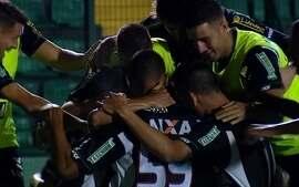 Os gols de Figueirense 3 x 0 Flamengo pela 30ª rodada do Campeonato Brasileiro