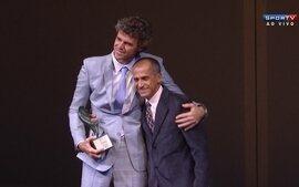 Guga recebe o prêmio Ademar Ferreira da Silva no Prêmio Brasil Olímpico