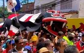 Troça A Minha Cobra encheu Olinda de torcedores do Santa Cruz na segunda-feira de carnaval