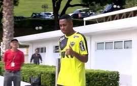 """Robinho chega ao Atlético-MG, treina com o grupo, e adversários falam em """"medo"""" do Galo"""