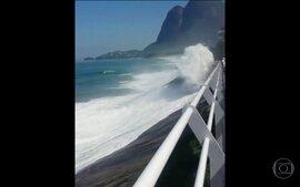 Vídeo mostra momento em que ciclovia cai no Rio