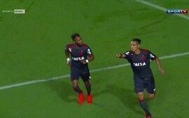 Flamengo vence o América-MG e encosta no G4 do Brasileirão