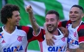 Flamengo vence a Chapecoense e assume a vice-liderança do Brasileirão