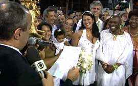 Neguinho da Beija-Flor se casa na Sapucaí