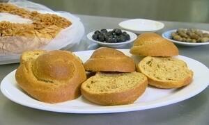 Gregas ensinam a preparar tipo de pão para lanche considerado perfeito