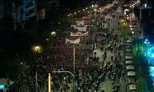 Protesto contra governo termina em confronto na Grécia