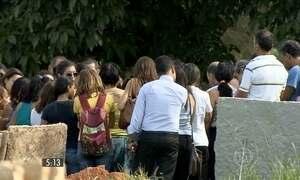 Crianças esquecidas no carro são enterradas em BH e em São Paulo