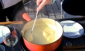 Suíços mantêm receita de fondue que já alimentou soldados em guerra