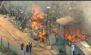Incêndio atinge favela na Zona Sul de São Paulo
