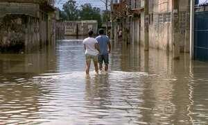Forte chuva provoca enchente e alagamento no estado de São Paulo