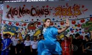 Multidão festeja o Ano Novo Chinês nas ruas de São Paulo