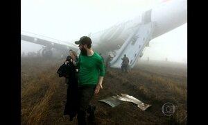 Passageiros de avião levam susto durante pouso malsucedido no Nepal