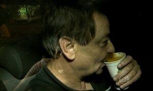 Cesare Battisti é solto e deixa prédio da Polícia Federal em São Paulo