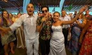 Jota Quest faz surpresa e emociona noiva e convidados em casamento