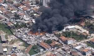 Incêndio destrói barracos de uma favela na zona norte do Recife