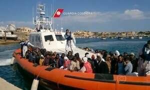 Mais de 1,5 mil imigrantes são resgatados pela guarda costeira italiana