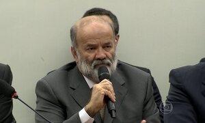 Em sessão tumultuada, tesoureiro do PT diz que não falou com Youssef