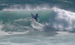 Mineirinho se classifica para semifinais da 3ª etapa do Mundial de Surfe