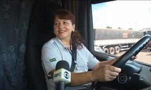 Transportadoras do Paraná contratam mulheres e estrangeiros